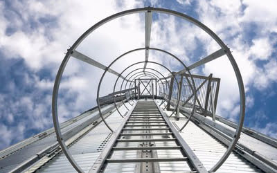 Escalera vertical separada